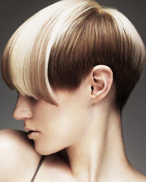 capelli-corti-doppio-colore