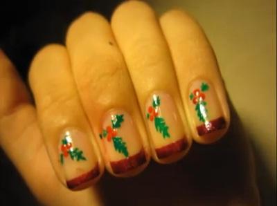 Nail art Natale: vischio o foglie di agrifoglio  Nail Art  Donnee.it
