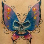 tatuaggi teschio farfalle