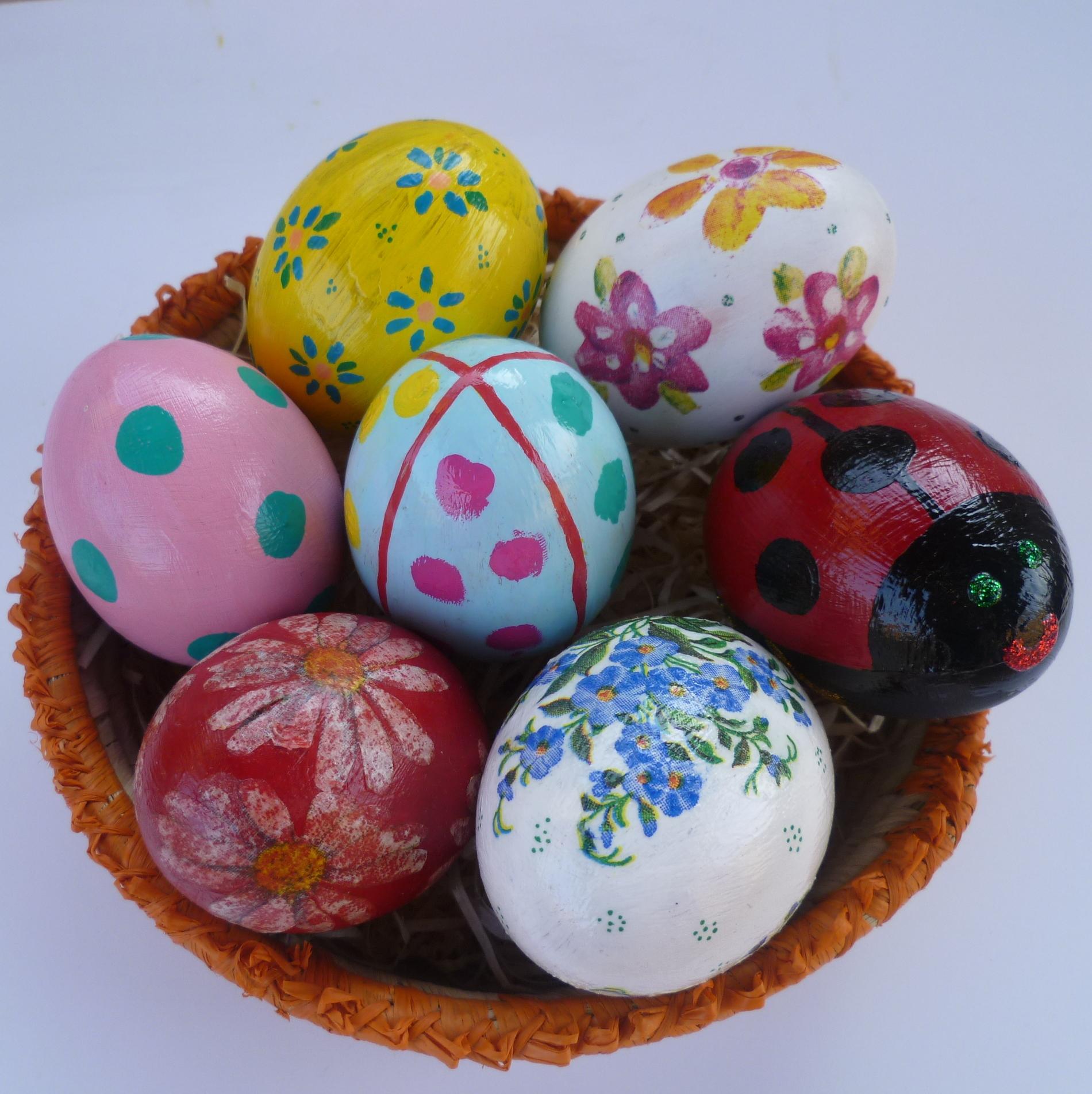Uova colorate decorazioni fai da te casa - Uova decorate per bambini ...