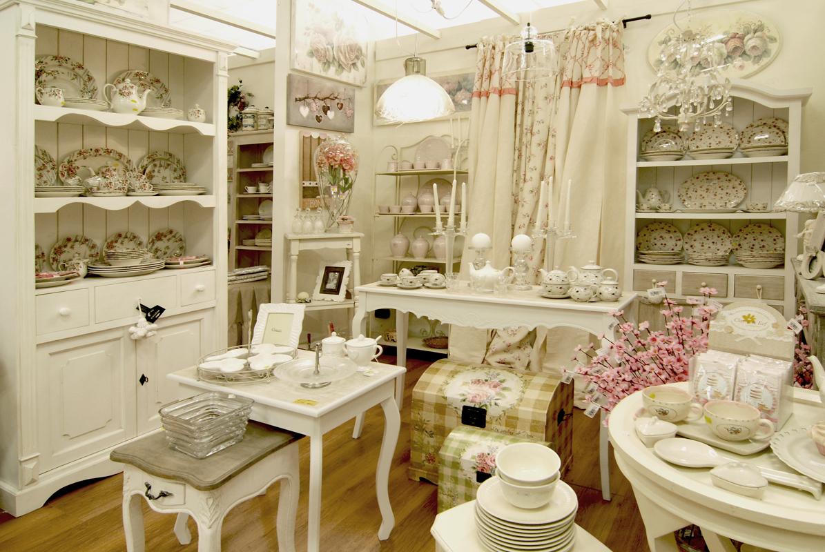 Negozi mobili shabby chic oggettistica provenzale per for Arredare casa in stile country
